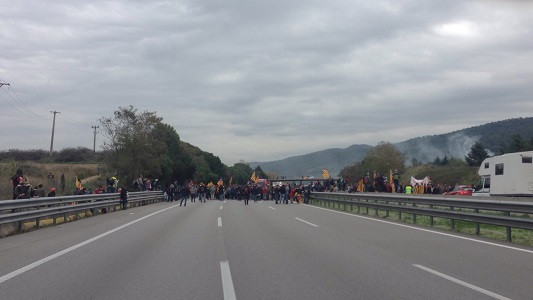 Urge colaboración de transportistas afectados por los bloqueos en la AP7