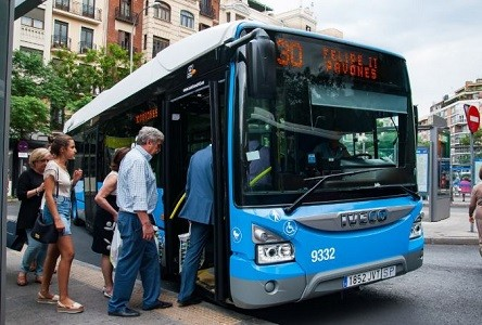Fenadismer imparte el curso preparatorio para el nuevo concurso de la EMT Madrid para la contratación de futuros conductores.   La convocatoria de la EMT pretende contratar en torno a 300 nuevos conductores para su flota de autobuses.   Los aspirantes deberán poseer el permiso D y el CAP en vigor, pero como novedad[…] Ampliar noticia …