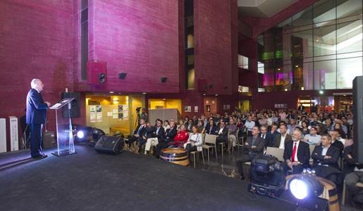 La asociación de transportistas de la Rioja ATRADIS celebra su 30º Aniversario con una ceremonia multitudinaria.  El emotivo acto, presidido entre otros por el Presidente del Gobierno de la Rioja, contó con la participación del Campeón Europeo de Camiones Antonio Albacete.   El pasado viernes 23 de Octubre en el Museo de la[…] Ampliar noticia …