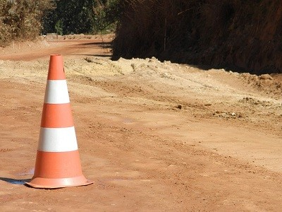 La Dirección General de Tráfico (DGT) ha anunciado que a partir del lunes se producirán cortes de carril y tiempos de demora «importantes» en carriles que enlazan las carreteras A-5 y M-40 debido a obras «urgentes» para reparar el puente que enlaza ambas carreteras. Las obras constarán de dos fases[…] Ampliar noticia …