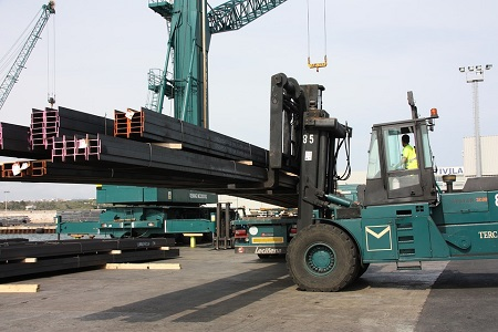 La nueva normativa sobre sujeción de cargas entra en vigor el 20 de mayo sin que Tráfico aclare las responsabilidades y los cargadores tratando de eximirse.