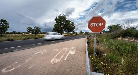 La Dirección General de Tráfico tramita la reforma del Reglamento General de Conductores que rebaja las edades para poder conducir camiones y autobuses.   La nueva Directiva europea sobre permisos de conducir publicada el pasado mes de Mayo clarificó las edades mínimas para conducir camiones y autobuses, lo que obligaba a modificar[…] Ampliar noticia …