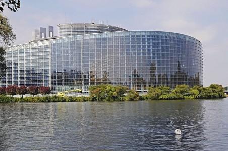 El Parlamento Europeo no alcanza un acuerdo sobre los proyectos legislativos del Paquete europeo de Movilidad sobre trabajadores desplazados y tiempos de conducción, aprobando exclusivamente el proyecto sobre acceso al mercado.  La Comisión de Transportes del Parlamento Europeo dividida en la votación del Paquete europeo de movilidad celebrada este jueves 10[…] Ampliar noticia …