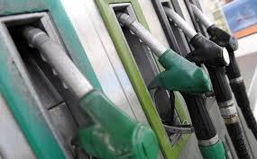 El Gobierno propone rectificar la regulación del impuesto autonómico sobre los carburantes y elevarlo al máximo en todas las Comunidades Autónomas.