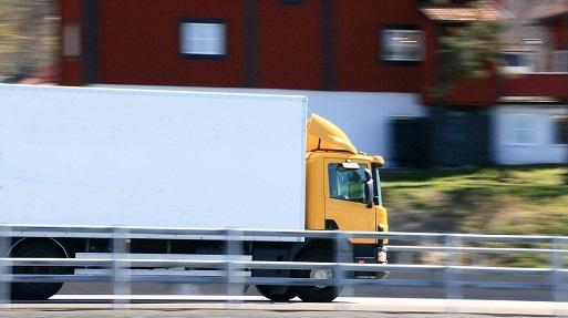 Nuevo frente judicial de la CNMC contra el requisito de los 3 camiones