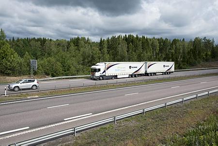 Nuevo choque cargadores-transportistas por los pesos y dimensiones