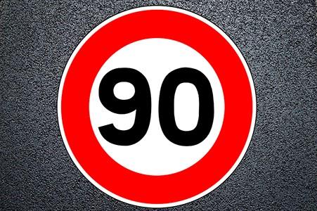 El proyecto normativo reconoce que la accidentalidad en los últimos años se produce en los turismos y motocicletas.    La propuesta es unificar la velocidad máxima en vías convencionales a 90 km/h para turismos y motocicletas y 80 km/h para camiones, furgonetas y autobuses.  A fin de contribuir a la reducción de la[…] Ampliar noticia …