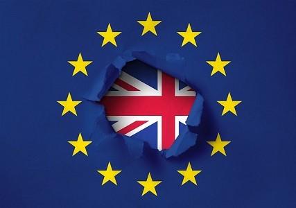 El Consejo y el Parlamento Europeo negocian un acuerdo temporal con el Reino Unido para permitir continuar el tránsito a los transportistas británicos y de la UE     El Gobierno español sigue sin publicar el Decreto-ley de medidas de contingencia ante un posible Brexit duro   Como lleva planteando FENADISMER de forma insistente en[…] Ampliar noticia …
