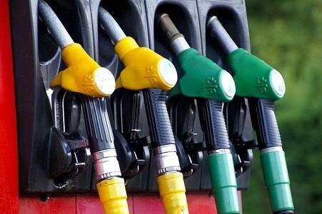 Pese a la importante bajada de más del 20% en el precio del crudo internacional como consecuencia del coronavirus en las últimas semanas, el precio de los carburantes en las gasolineras se ha mantenido estable.     Fenadismer insta a los Ministerios de Consumo e Industria y a la Comisión Nacional de la[…] Ampliar noticia …
