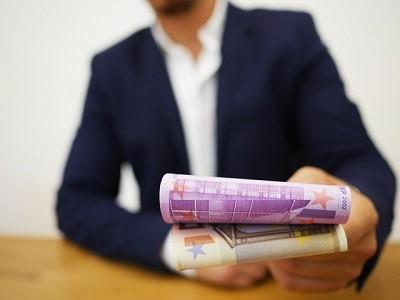 En el Consejo de Ministros de este viernes 26 de Junio se han aprobado las prórrogas de los ERTE y de las ayudas a los autónomos hasta el 30 de Septiembre, que incluyen una reducción de su intensidad, quedando del siguiente modo:  Regulación ERTE  En primer lugar, para las empresas que aún[…] Ampliar noticia …