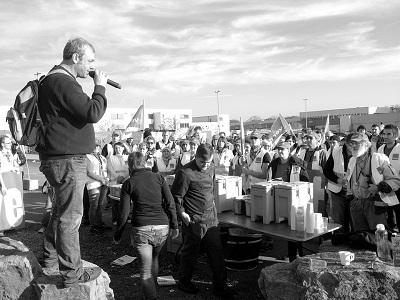 La manifestación de los transportistas navarros celebrada este sábado, promovida por la asociación Tradisna, es consecuencia de la tramitación en el Parlamento de Navarra de la supresión del régimen de módulos para los autónomos a partir de 2021, así como de la propuesta del Gobierno foral de establecer peajes a[…] Ampliar noticia …