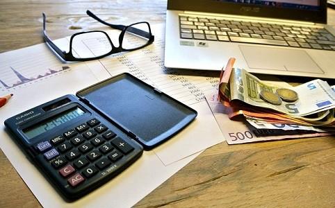 El Gobierno amplía el período del aplazamiento de los impuestos del primer trimestre de 2020 hasta los 4 meses sin intereses, aunque su efecto será muy limitado  En todo caso, miles de autónomos y pymes no podrán hacer frente a la exigencia por parte de la Agencia Tributaria de pagar[…] Ampliar noticia …